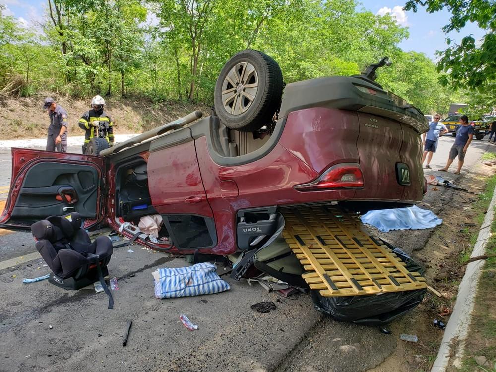 Acidente entre caminhonete e carreta mata três na BR-242; criança está entre vítimas — Foto: Ivonaldo Paiva/Blog Braga
