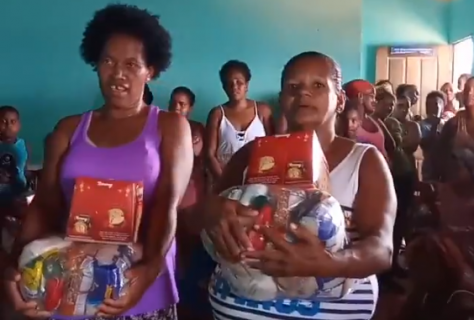 Ivete fez a alegria da comunidade
