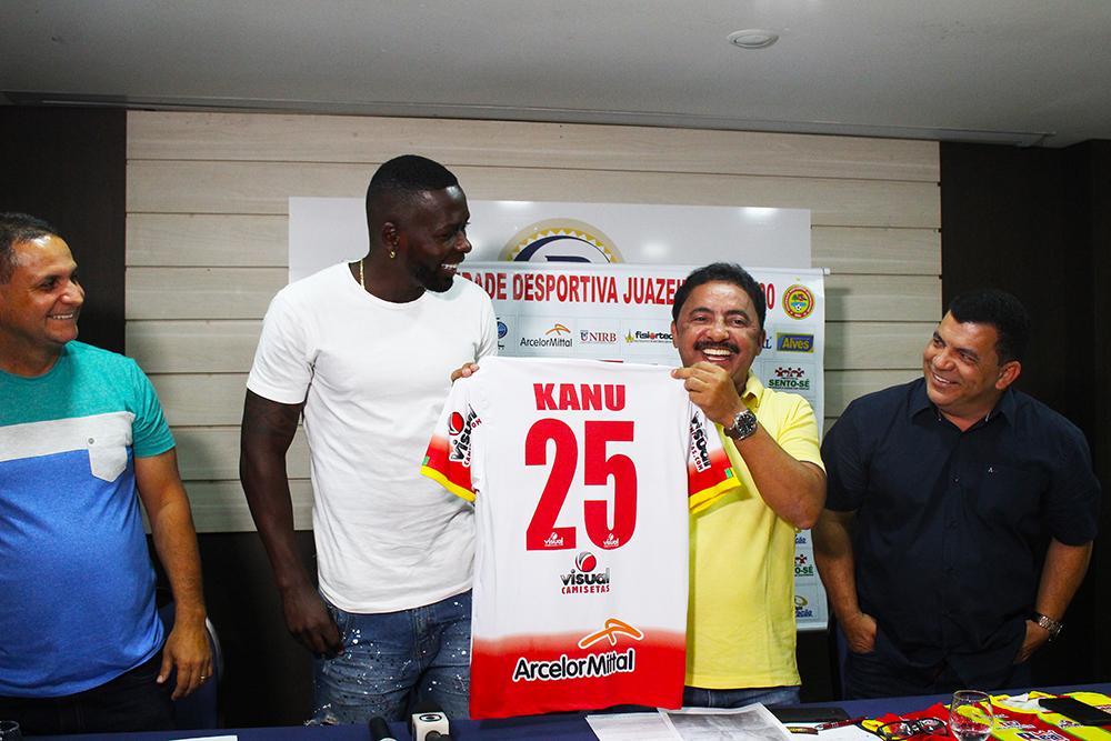 Kanu foi apresentado oficialmente à Juazeirense