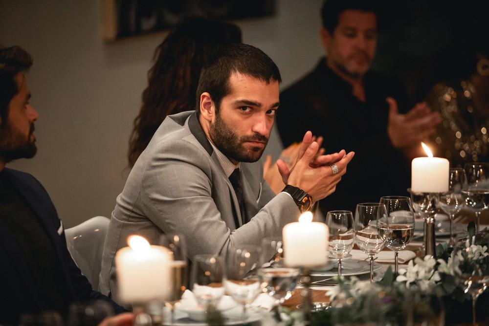 Sandro (Humberto Carrão) descobre segredo de Vinicius (Antonio Benício) em 'Amor de Mãe' — Foto: Fabiano Battaglin/Gshow