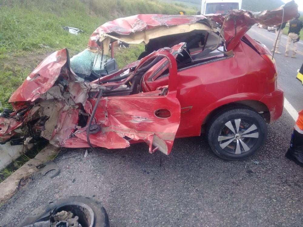 Jovem morreu após batida de carro com caminhão — Foto: Vitória da Conquista Notícias