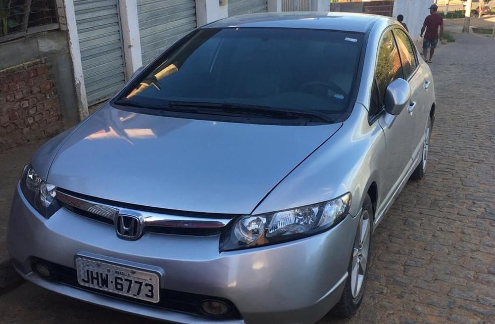 Mecânico é preso na Bahia suspeito de falsificar placa de carro em que Brasília aparece escrito com z — Foto: Divulgação/Polícia Civil