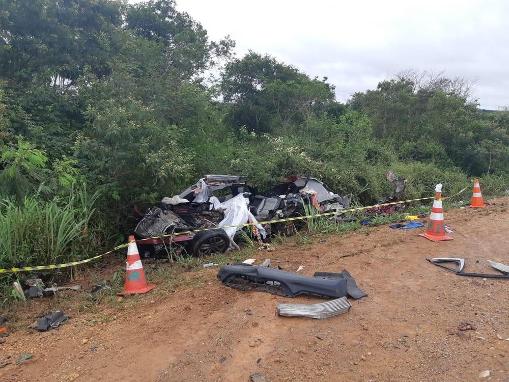 Quatro pessoas morrem após batida entre carro e caminhão na Bahia
