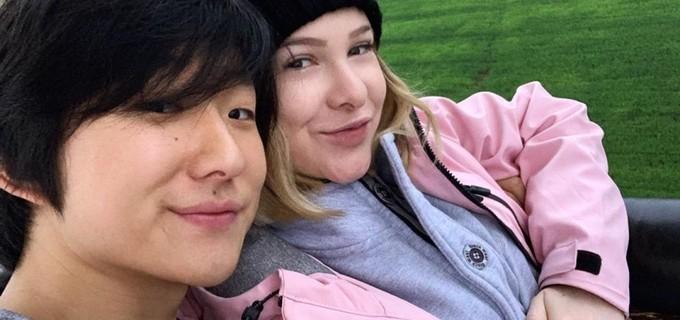 Pyong Lee e sua mulher, Sammy Lee; o filho do casal já acumula mais de 620 mil seguidores no Instagram