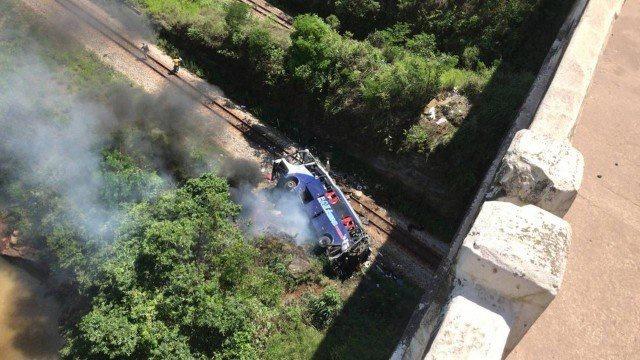 acidente com onibus em minas gerais deixa mortos e