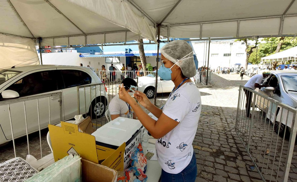 Covid-19: Bruno Reis anuncia vacinação de pessoas a partir de 52 anos na quinta-feira em Salvador — Foto: Valter Pontes/Secom