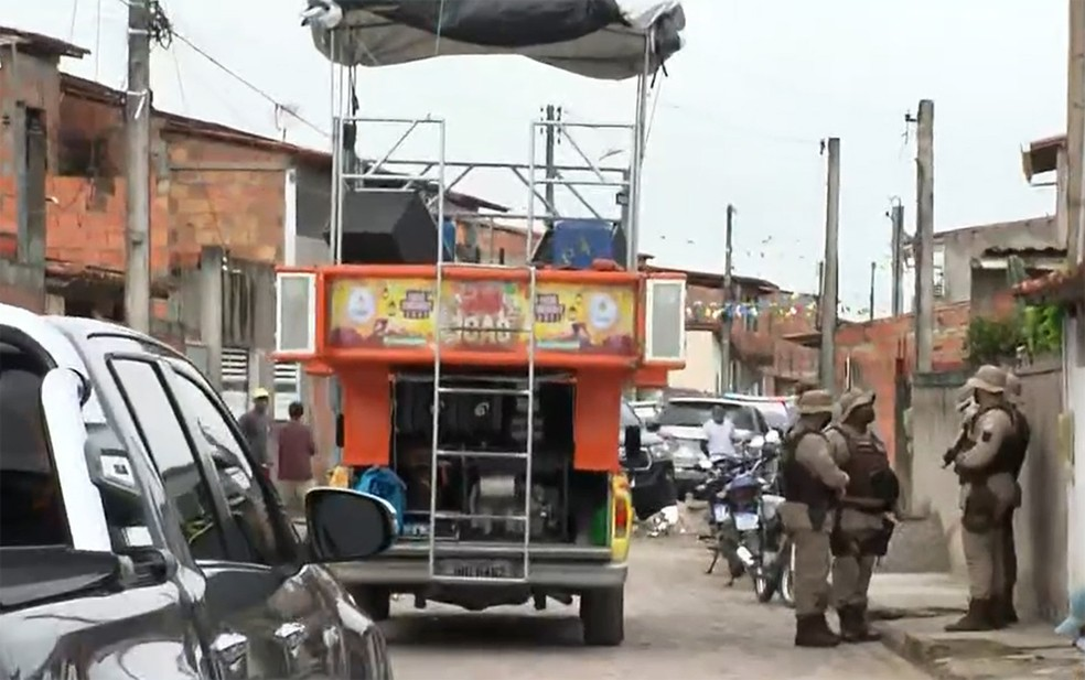 Evento com minitrio elétrico foi interrompido pela PM em São Gonçalo dos Campos — Foto: Reprodução/TV Bahia